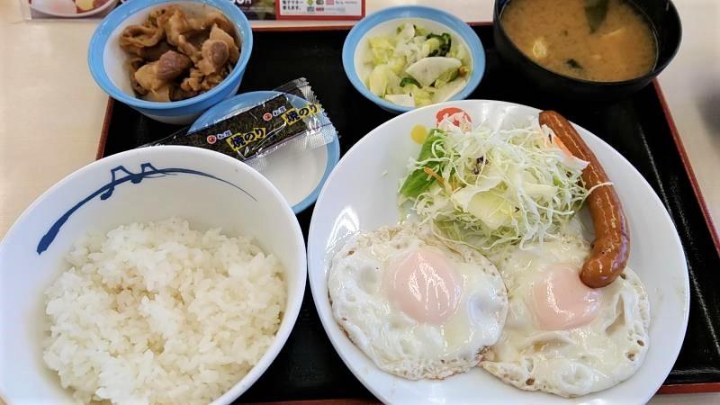 松屋の朝食「ソーセージエッグW定食」
