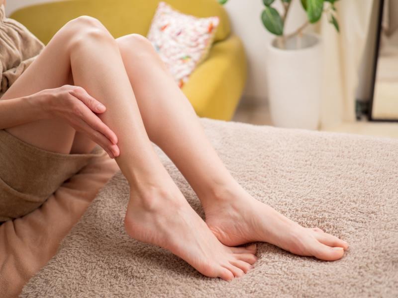 シースリーで足をきれいに脱毛した女性