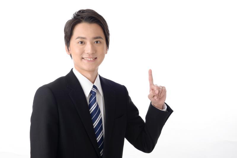福島県の各テレビ局について紹介している人