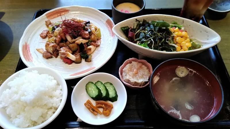 カイセイの日替わりランチ「鶏肉とナスの麻辣醤炒め」