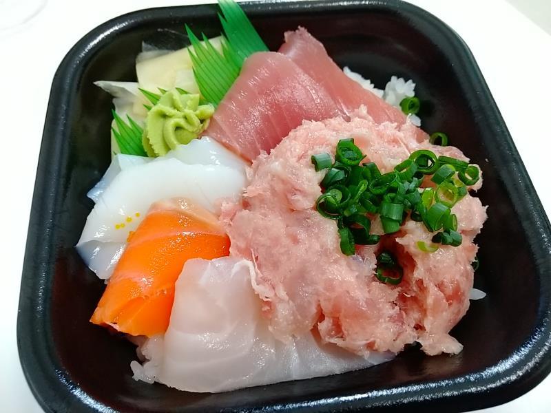 丼丸魚魚魚の「どんまる丼」