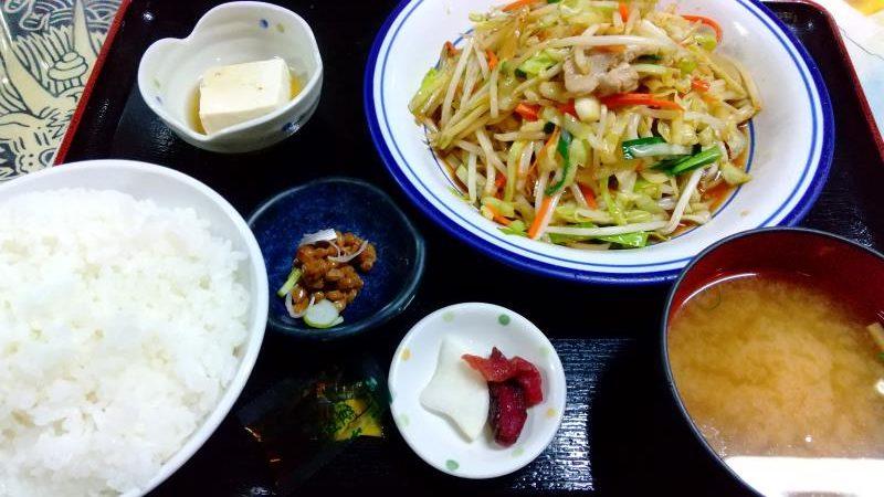みどりや商店の野菜炒め定食