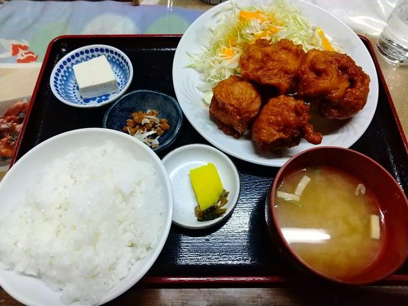 みどりや商店の「鶏のから揚げ定食」