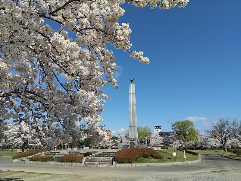 開成山公園内にある「開拓者の群像」