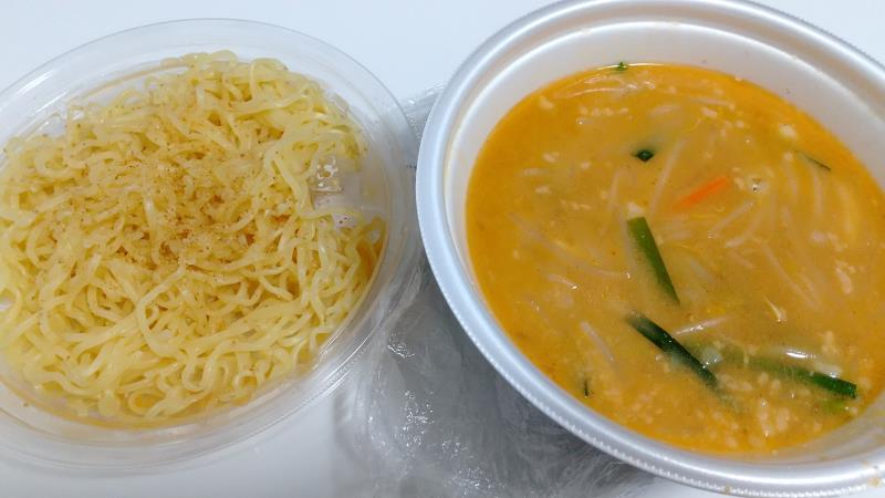麺とスープが別々に分かれている味噌野菜たんめん