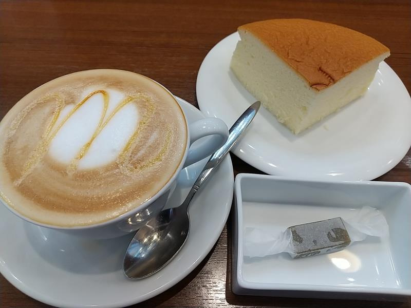 向山製作所の生キャラメルやチーズケーキ