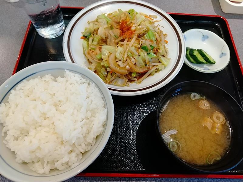 五百川食堂の「モツと野菜炒め定食」